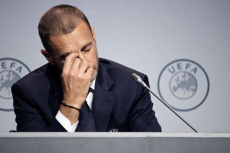 La UEFA no termina de ver claro eso de los cinco cambios por partido. EFE/Archivo