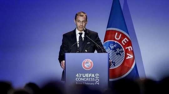 L'UEFA anticipe le versement de 70 millions d'euros aux clubs. EFE