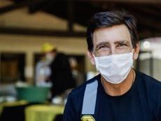 Gustavo Costas ha aportado su granito de arena para paliar la crisis. EFE/Archivo