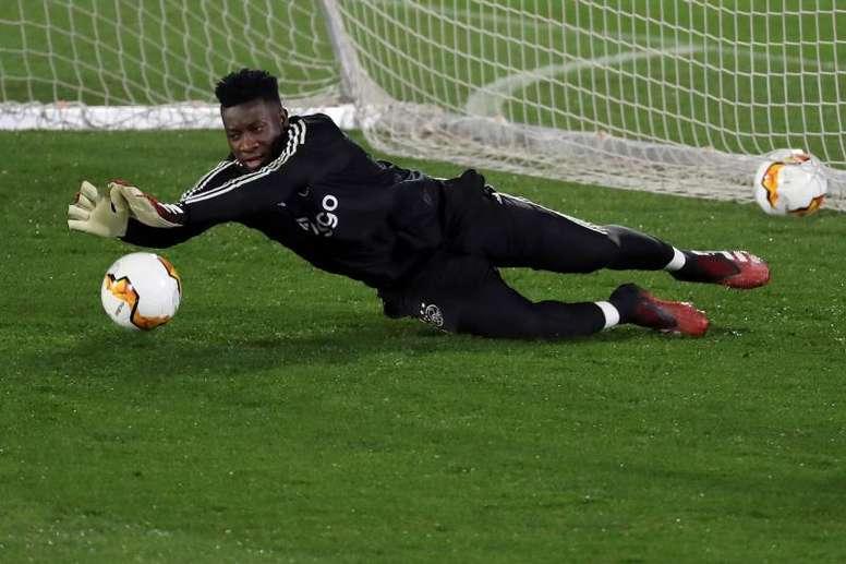 Onana quiso lanzar un penalti en la goleada de su equipo frente al Venlo. EFE