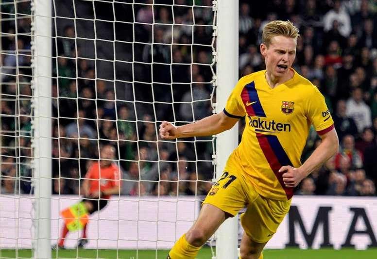 Koeman cree que De Jong triunfará y ya teme el adiós de Messi. EFE
