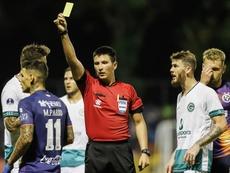 La CONMEBOL recurrió al 95'5% de sus 151 árbitros internacionales. EFE