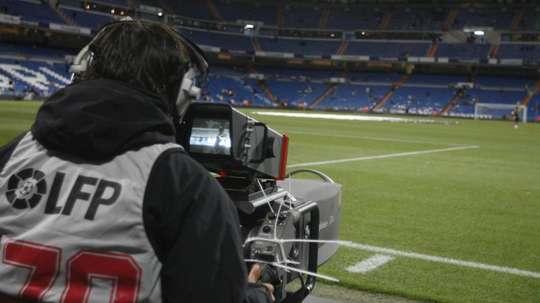 Cómo ver los partidos de fútbol en tiempos de pandemia. EFE