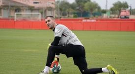 Manolo Reina confía en sorprender al Barça. EFE