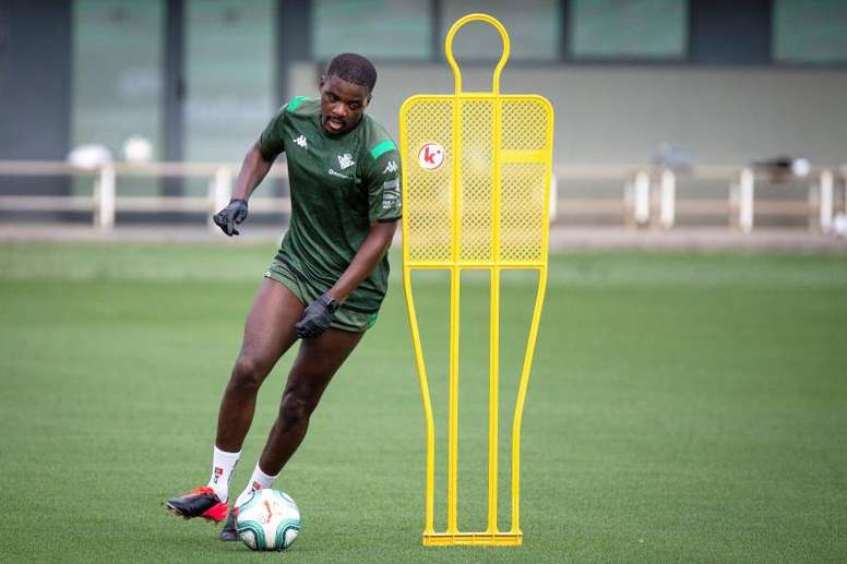 Benfica are pushing for William Carvalho. EFE