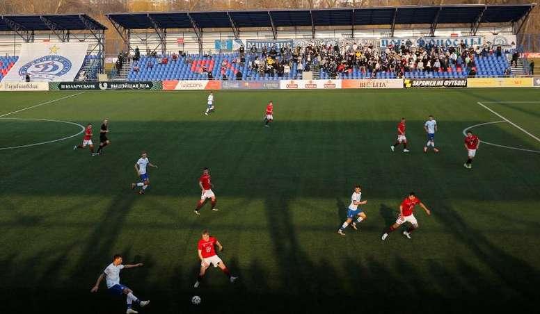 Se sospecha que varios jugadores de Minsk y Arsenal podrían tener coronavirus. EFE