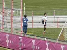 Coutinho voltou a treinar separadamente após cirurgia. EFE/EPA/LUKAS BARTH-TUTTAS/Arquivo