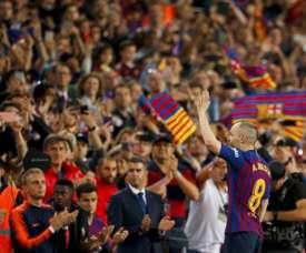 Iniesta dejó el Barcelona, pero no para retirarse. EFE