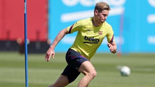 Barça paga mais 2,3 milhões ao Ajax por De Jong. EFE