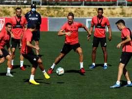 Grupo do Sevilla treinou sem o quarteto que descumpriu regras no sábado. EFE