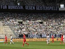 12.000 aficionados de cartón en el Borussia Park. EFE