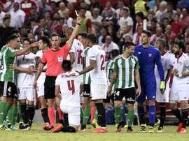El Sevilla-Betis podría reabrir la competición. EFE