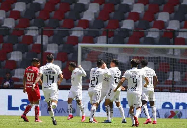El club ayudará al personal del estadio. EFE