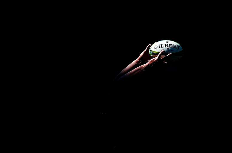 La Federación Española de Rugby ha dado el primer paso, con la creación de un grupo de trabajo y la publicación de una guía de recomendaciones, para que su disciplina vuelva a ser lo que es, un deporte de contacto en el que los jugadores puedan sentirse seguros, también ante la COVID. EFE/EPA/NIC BOTHMA/Archivo