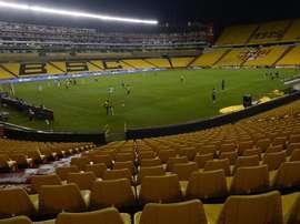 El COVID-19 y los conflictos internos se ciernen sobre el fútbol ecuatoriano. EFE