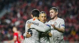 Shakhtar y Dinamo se ven las caras en Ucrania. EFE