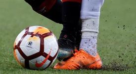 Piden un salario universal para futbolistas argentinos sin equipo. EFE