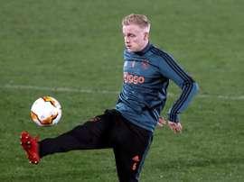El United vuelve a interesarse por Van de Beek. EFE