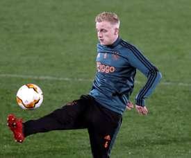 Oferta séria do United por Van de Beek. EFE