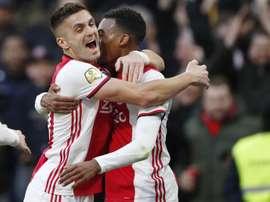 Pogba rinnova con l'Ajax. EFE