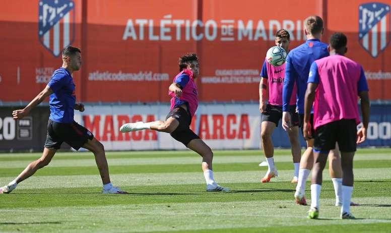 Felipe y Mario Hermoso entrenan al margen. EFE/Atleti