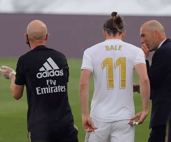 Bale has told Giggs he is staying. EFE