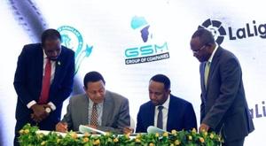El Sevilla y LaLiga han firmado un acuerdo con el Young Africans. EFE