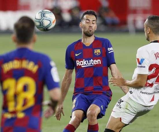 O Barcelona contará com Lenglet e Busquets. EFE/ José Manuel Vidal