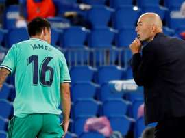 Zidane falou sobre a situação de James. EFE/Juan Herrero