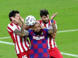 Arturo Vidal (C) was not happy after Real Madrid's victory. EFE