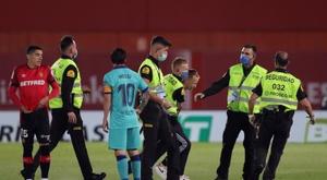 Jovem foi detido após invadir o gramado durante partida do Espanhol. EFE/JuanJo Martín/Arquivo
