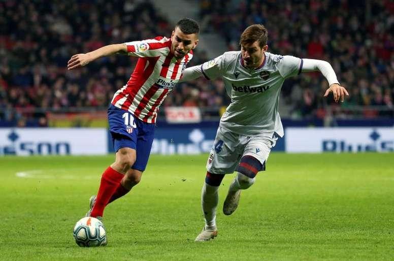 El Sevilla sigue pensando en Campaña. EFE/David Fernández
