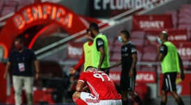 Santa Clara scored two goals in the last 15 minutes to win 3-4 at Benfica. EFE