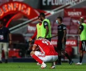Benfica perdeu em casa e facilitou a luta do Porto pelo título. EFE/EPA/MANUEL DE ALMEIDA