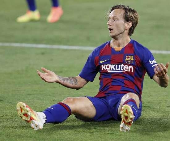 O Barça coloca 12 jogadores como transferíveis. EFE