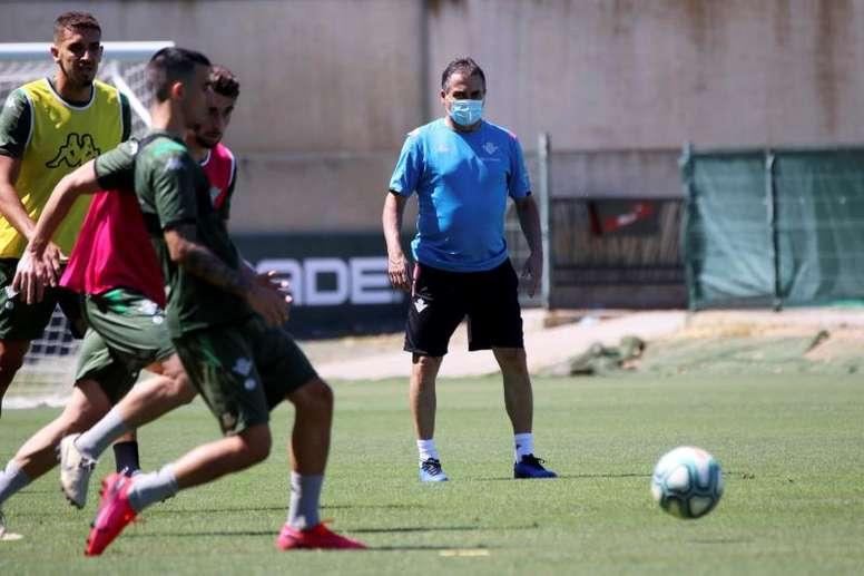 Alexis Trujillo dejó claro que, pronto, tendrán nuevo entrenador. EFE