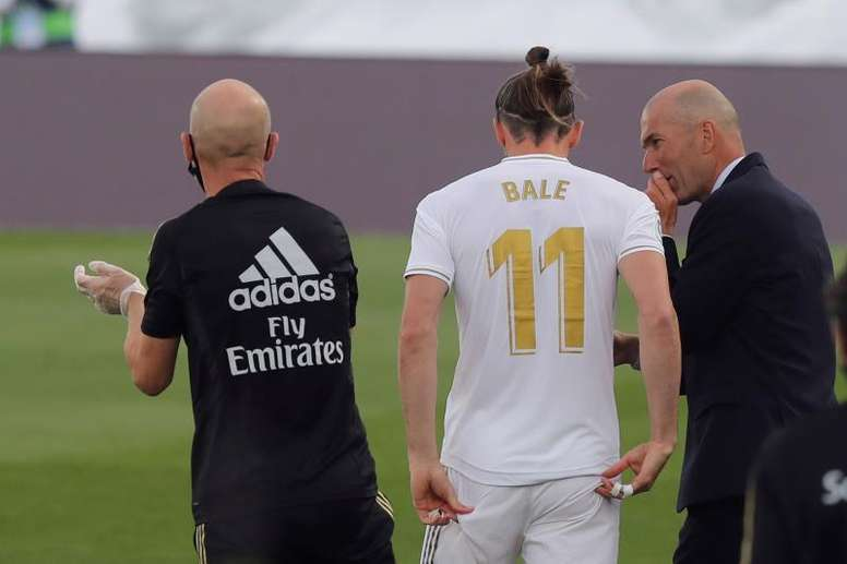 Zidane to travel with 24 players to Man City although Ramos is suspended. EFE