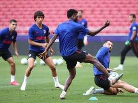 Costa no se ejercitó por precaución; Mario Hermoso arrastra molestias. EFE