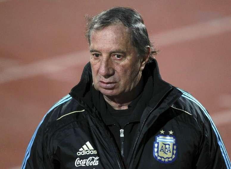 Argentina's '86 World Cup coach Bilardo in hospital after positive coronavirus test. EFE