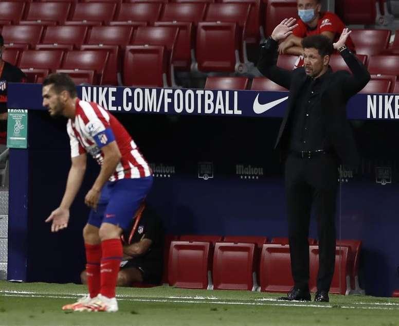 Ao Camp Nou com Hermoso e três desfalques. EFE