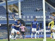 La última esperanza del Everton hurga en la depresión del Leicester. EFE