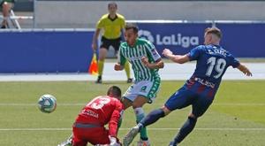 Aitor Fernández no tuvo que recoger el balón de sus mallas. EFE