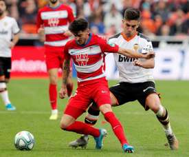 Ferran Torres (R) is close to completing his move to Man City. EFE