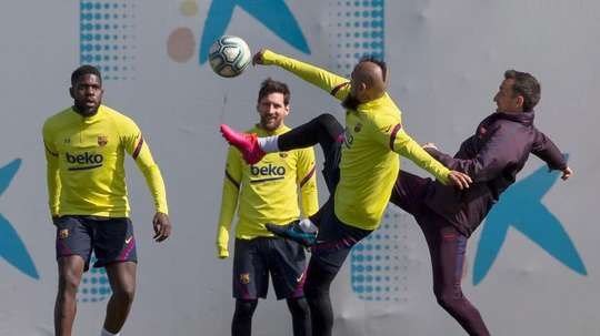 Arturo Vidal trained with the rest of the Barca players before leaving for Inter. EFE