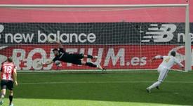 El Madrid tuvo otro penalti para sentenciar al Athletic. EFE