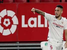 Ocampos, brilhando no Sevilla cada vez mais. EFE/Julio Muñoz
