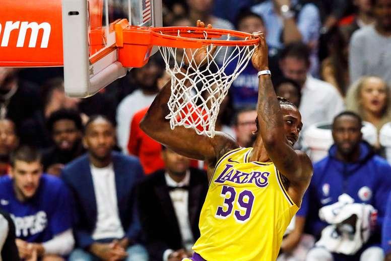 En la imagen, el jugador de los Lakers de Los Ángeles Dwight Howard. EFE/Etienne Laurent/Archivo