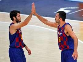Los jugadores del Barça, Álex Abrines (izqda), y Pierre Oriola. EFE/Manuel Bruque/Archivo
