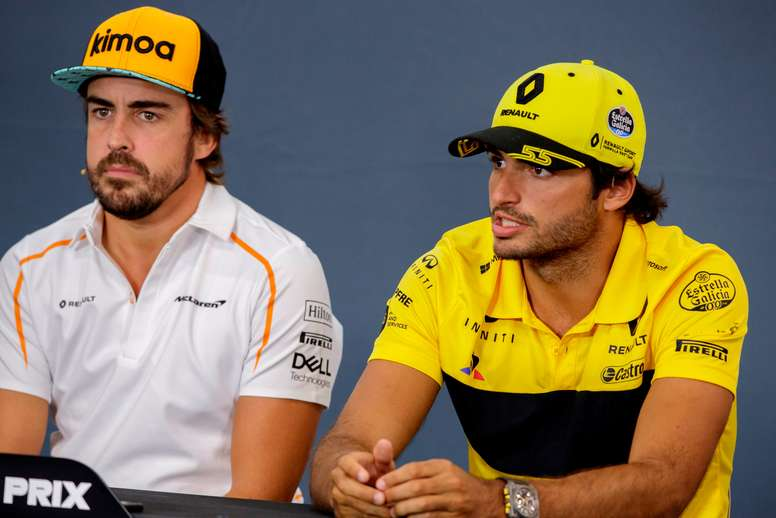 Los pilotos españoles Carlos Sainz (d) y Fernando Alonso (i), en una imagen de archivo. EFE/ Valdrin Xhemaj/Archivo