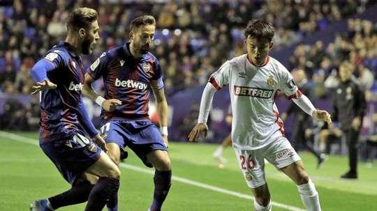 O Villarreal toma a dianteira por Kubo. EFE